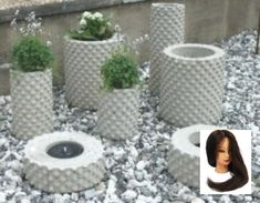 Cement and bubblewrap.Foton - www. You can make your own personalized concrete garden decorations.Best 11 Inspiration… – www. Diy Concrete Planters, Cement Art, Concrete Cement, Concrete Furniture, Concrete Crafts, Concrete Projects, Concrete Garden, Tire Planters, Concrete Leaves