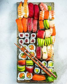 I could seriously eat this every two or three days. Sushi Recipes, Asian Recipes, Healthy Recipes, Sushi Party, Sushi Love, Food Goals, Food Cravings, Snack, Mochi