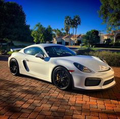 Porsche Cayman GT4 painted in White  Photo taken by: @ddwcarsinaz on Instagram (@dinoaz030 on Instagram is the owner of the car)