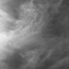 VALTER VENTURA - Céu de Maio #8. Bosque de Bolonha, Paris 7h-18h, 2013. Impressão jacto de tinta de pigmento sobre papel fine art. 30 x 30 cm. Edição de 10 + 1 PA. A edição é acompanhada de Certificado de Autenticidade.