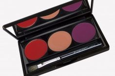 Get three classic shades in one with our 'Lovisco Lip Palette'.