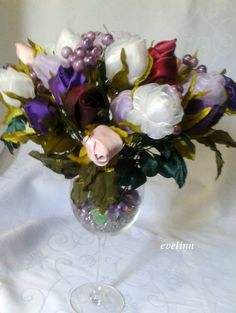 bukiet róż z materiałów i wstążek