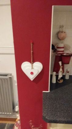 Wall heart decor. Go on. Make some for a space in your home.. a little love goes a long long way (if you know what i mean)??? X