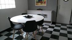 mesa Tulipa Saarinen redonda de 120 cm , tampo de laca branca, base de alumínio fundido e pintura automotiva. #saarinen #mesas #tulipassarinen Eames, Mesa Saarinen, Conference Room, Table, Furniture, Home Decor, Tulip Table, Round Dining, Round Dining