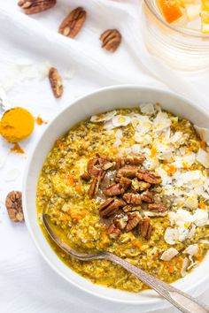 An overnight quinoa recipe flavored with orange and turmeric. It is a healthy, gluten-free breakfast that takes only 5 minutes to prepare.