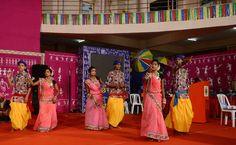सुर झंकार ने जमाया रंग ...  हमर छत्तीसगढ़ योजना में अध्ययन-भ्रमण पर आए बलौदाबाजार-भाटापारा, राजनांदगांव एवं कबीरधाम जिले के पंचायत प्रतिनिधियों ने देर शाम आवासीय परिसर में आयोजित कार्यक्रम का आनंद लिया। इस दौरान सांस्कृतिक दल सुर झंकार के कलाकारों ने छत्तीसगढ़ी गीतों पर आकर्षक नृत्य प्रस्तुत किया. फुलझर डंडा नृत्य भी कलाकारों ने पेश किया. जसगीत की बेहद आकर्षक प्रस्तुति से प्रतिनिधि मंत्रमुग्ध हो गए.