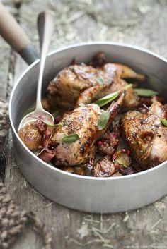 Une recette de saison : nos cailles rôties, baies roses, jambon cru et châtaignes ! Un régal pour toute la famille...