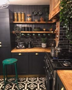 Small Kitchen Design Examples by Specialist - Ruth Industrial Kitchen Design, Boho Kitchen, Interior Design Kitchen, New Kitchen, Design Bathroom, Diy Interior, Kitchen Sink, Kitchen Island, Kitchen Cabinets