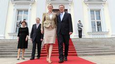 Christian und Bettina Wulff bei der Amtseinführung des Bundespräsidenten vor Schloss Bellevue