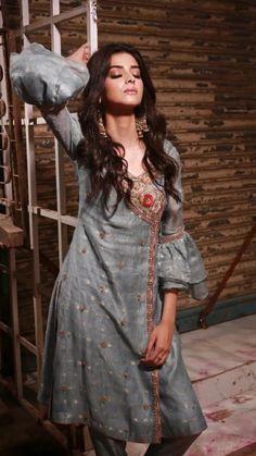 Henna Designs For Men, Pakistani Dresses, Beautiful Women, Sari, Goddesses, Photography, Beauty, Fashion, Saree