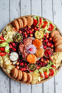 Send that text, and make an invitation to host a summer gathering. Serve this Epic Summer Burger Board! Best Turkey Burgers, Turkey Burger Recipes, Charcuterie And Cheese Board, Charcuterie Platter, Party Food Platters, Food Trays, Food Buffet, Food Out, Safe Food