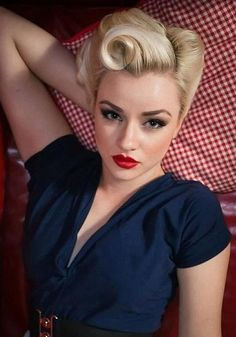 Beautiful Pin-Up hair.I love pin up hair Looks Rockabilly, Moda Rockabilly, Rockabilly Fashion, Rockabilly Girls, Rockabilly Makeup, Retro Girls, Rockabilly Wedding, Rockabilly Clothing, Pin Up Makeup