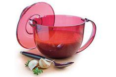 Ingrédients : - 1 boite 400g purée de tomates - 300g de bifteck haché ou viande hâché - 2 éclats d'ails - 2 oignons rapés - 15 ml d'herbes de Provence - 2 cuil à soupe d'huile d'olive (30 ml) - 1 cuil à soupe (15 ml) de basilic à l'huile ou de basilic...