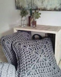 DIY & Crafts: Holiday Gift Wrapping Ideas: 4 Effortless Ways To Wrap Odd-Shaped Gifts Crochet Cushion Pattern, Crochet Cushions, Crochet Blanket Patterns, Crochet Home Decor, Knitting Videos, T Shirt Yarn, Love Crochet, Merino Wool Blanket, Pillows