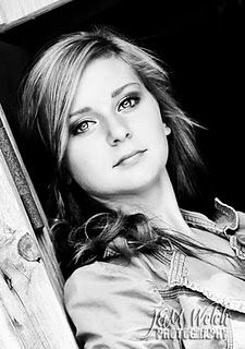 Lindey's senior pictures in black and white