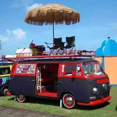 Top roof chillin'...#volkswagen #combi #camping #chilling #idea #parkmyvan — with Tammy Marshall.
