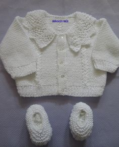 """Baby jumper / jacket with lace collar ~~ Body: 2 columns of Lace pattern """"koloski"""" (""""Ears of Wheat"""") ~~ Casaquinho com gola"""