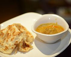 Indian Food Recipes, Asian Recipes, Roti Canai Recipe, Good Food, Yummy Food, Awesome Food, Dinner Side Dishes, Malaysian Food, Seasonal Food