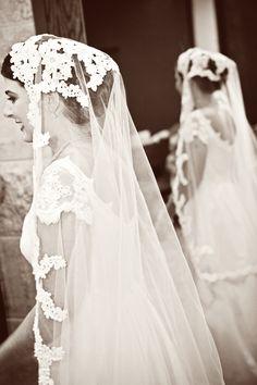 Amazing lace veil! Photo by Kim. #minneapolisweddingphotographers #weddingphotography #laceveil