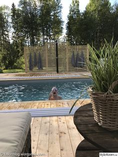 trädäck,pool,utedusch Above Ground Pool Decks, In Ground Pools, Swimming Pool Designs, Swimming Pools, Pergola Patio, Backyard, Mini Piscina, Beddinge, Mini Pool
