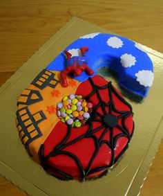 "Cake Design By Serras - ""Spiderman Cake VI""  Massa de Bolo Chocolate Recheio de Ganache Esponjoso de Mousse de Chocolate Recheio de Caramelo"
