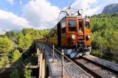 El Ferrocarril de #Sóller galardonado con el Premio Onda Cero al Turismo 2016.