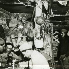 France-WWI-Soldiers-life-in-Underground-Shelter-old-SIP-Photo-1914-1918