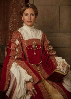 History and period dramas - Source by helgafreiheit - Tudor Fashion, Renaissance Fashion, Tudor Costumes, Period Costumes, Estilo Real, Theatre Costumes, Historical Clothing, Medieval Clothing, Couture Collection
