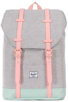 Herschel Supply Co. A Herschel classic is scaled down to fit busy kids who need to tote books, papers and tech gear-all while looking cool for school. Herschel Supply Co. Mochila Herschel, Herschel Backpack, Tween Backpacks, Cute Backpacks, Stylish Backpacks, Girls Fashion Clothes, Tween Fashion, Junior Fashion, Fashion Fashion