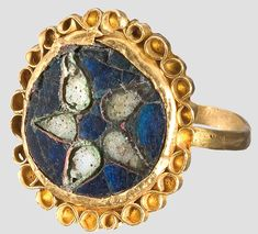 A Carolingian gold ring, Central Europe, century A. Narrow band, bezel with an enamelled star motif, surrounded with a filigree rim. Medieval Jewelry, Ancient Jewelry, Antique Jewelry, Gold Jewelry, Vintage Jewelry, Renaissance Jewelry, Wiccan Jewelry, Carolingian, Vintage Art Deco Rings