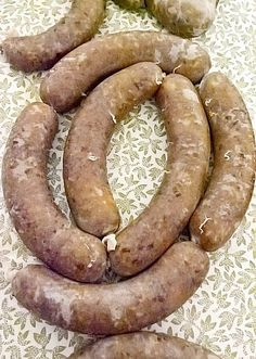Hurka is a kind of sausage filled in pig's small intestines. Májas hurka is a mixture of liver, bacon, some fatty meat and rice. Sausage Making, How To Make Sausage, Food To Make, Hungarian Food, Hungarian Recipes, Halloumi Cheese Recipes, Kielbasa Sausage, Croatian Recipes, Beach Volleyball