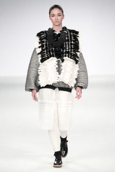 Sculptural Fashion with mixed fabrics & woven textures; Fashion Details, Love Fashion, Fashion Art, Editorial Fashion, Fashion Design, Knitwear Fashion, Knit Fashion, Textiles, Sculptural Fashion