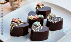 In week-end am avut chef sa ma joc cu ciocolata si am facut … Good Food, Yummy Food, Tasty, Fun Food, Pretty Cupcakes, Cake Bars, Sweet Tarts, Something Sweet, Mini Cakes