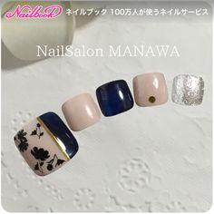 ネイル(No.2450677)|ショート |グレージュ |ネイビー |ベージュ |フラワー |ワンカラー |フット |パーティー |女子会 |秋 |旅行 |ジェルネイル | かわいいネイルのデザインを探すならネイルブック!流行のデザインが丸わかり! Classy Nails, Simple Nails, Trendy Nails, Feet Nail Design, Toe Nail Designs, Nail Ink, Toe Nail Art, Pretty Nail Art, Pretty Toes