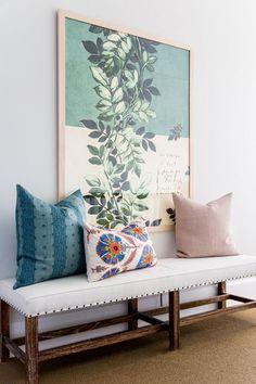 Algunas ideas de decoración para colocar un banco de madera en casa y convertir un rincón normal en el más acogedor del planeta.