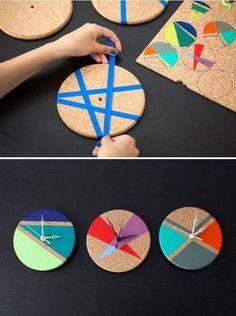 How to Turn Cork Trivets into Color Block Clocks - DIY - Geschenkideen - Deneme 1 Diy Wand, Mur Diy, Cork Trivet, Cork Coasters, Diy And Crafts, Arts And Crafts, Diy Clock, Clock Ideas, Clock Wall