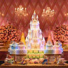 Um sonho esta festa. Amei demais! Repost do @jrambientes #ideiasdebolosefestas #festaprincesa #princessparty