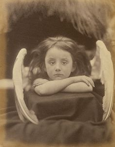 Julia Margaret Cameron :: 'I Wait', 1872 Albumen print by Julia Margaret Cameron identified as a portrait of Rachel Gurney. Cameron set up a private studio at her Isle of Wight home at the. Julia Margaret Cameron Photography, Julia Cameron, Henri Cartier Bresson, Lewis Carroll, Vintage Photographs, Vintage Photos, Blog Fotografia, Angels And Demons, Fine Art