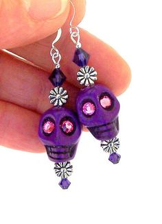 Purple sugar skull earrings, Day of the Dead, dia de los muertos, Halloween skulls, Swarovski crystal and howlite Sugar Skull Jewelry, Sugar Skull Earrings, Gold Bar Earrings, Diy Earrings, Beaded Jewelry, Handmade Jewelry, Hippie Jewelry, Beaded Skull, Crystal Skull