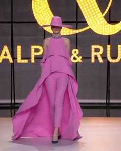 Bubble gum silk crêpe candy halter neck jumpsuit featuring a floor sweeping sleeveless tiered top and a Swarovski chatron stone embellished collar. Accompanied by a wide brimmed hat. Spring Summer 2019 Couture Collection by Ralph & Russo Suit Fashion, Look Fashion, Fashion Show, Fashion Dresses, Womens Fashion, Fashion Design, Gothic Fashion, Stylish Dresses, Elegant Dresses