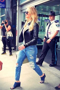 Jennifer Lawrence Makes Summer's Hottest Shoe Trend Part of Her Airport Style Jeniffer Lawrance, Rihanna, Jennifer Lawrence Fotos, Airport Style, Summer Trends, Nice Dresses, Ideias Fashion, Celebrity Style, Vogue