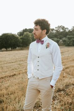 Groom look for summer wedding – Antonio Lucá Photographer | How to Plan an Elopement in Italy. A Country Chic Intimate Vineyard Wedding - Belle The Magazine Groomsmen Fashion, Groom And Groomsmen, Groom Looks, Vineyard Wedding, Country Chic, Getting Married, Wedding Day, Backyard Weddings, Summer Weddings