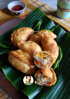 Cooking with Sheila Gondowijoyo Indonesian Desserts, Indonesian Cuisine, Asian Desserts, Savory Snacks, Snack Recipes, Cooking Recipes, Curry Recipes, Asian Recipes, A Food