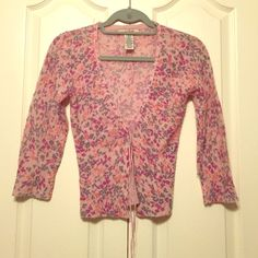 FREE PEOPLE 3/4 sleeve cardigan Light pink/purpley sweater with ribbon detailing and grey/purple/coral design. Free People Sweaters Cardigans