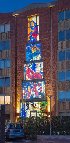 Artist stefan glerum has translated the manifold history of the region onto a stained glass façade that spans 18 meters across a new residential complex at amsterdam's oostpoort neighborhood. Stained Glass Designs, Stained Glass Projects, Stained Glass Art, Stained Glass Windows, Dutch Artists, Local Artists, Italian Futurism, Wine Bottle Wall, Wine Bottles