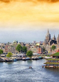 Find out the top 10 amazing things to do in Amsterdam—capital of The Netherlands! #travel #amsterdam