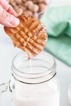 Dunking a cookie in a glass of milk Cookie Recipes For Kids, Healthy Dessert Recipes, Fun Desserts, Easy Recipes, Keto Recipes, 3 Ingredient Cookies, 3 Ingredient Recipes, Best Peanut Butter Cookies, Peanut Butter Cookie Recipe