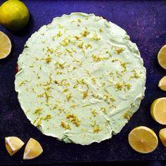 I dag er der en rigtig sommerdessert på bloggen  Vegansk Key Lime Pie  Den super friske tærte er uden raffineret sukker og nydes bedst på steghede sommerdage  www.kitchenbyeve.com // Vegan Key Lime Pie #kitchenbyeve#vegansk#keylimepie#limetærte#dessert#sukkerfri#sunddessert#kage#sundkage#veganer#avocado#lime#spise#lækkert#opskrift#madblog#sund#sundmad#lækkermad#glutenfri#copenhagen#eatclean#sugarfree#delicious#cake#healthy#vegan#vegetarian by kitchenbyeve