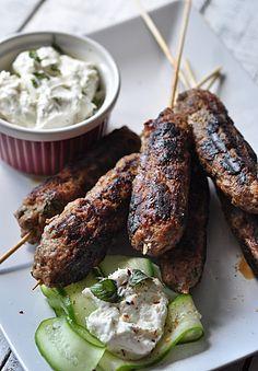 kofty, szaszłyki z grilowanego mięsa