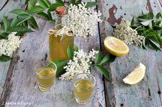 il liquore ai fiori di sambuco e limone, è un liquore da fare in primavera, quando i fiori di sambuco, sono belli freschi e rigogliosi. In Natura, Cocktails, Drinks, Syrup, Table Decorations, Granite, Smoothie, Hobby, Cooking